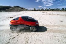 1993 - Renault Racoon concept car / The super-off-road Racoon is without doubt Renault's most outlandish concept car. This study for a new category of cross-country vehicles is a cross between a helicopter, a sports car and a construction-site machine - in short, a go-anywhere, amphibious vehicle.