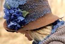 Şapka ve şallar ve taclar