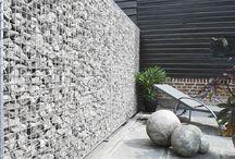 Eccofence / ECCOfence steingjerde kombinerer naturlige materialer og et raffinert estetisk utseende med ett genialt monteringssystem. Dekorative hagevegger leveres klare til å monteres. ECCOfence tilbyr et flott alternativ til steinmurer.