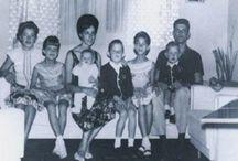 Xuxa abre o baú de fotografias antigas !!! / Apresentadora mostra momentos especiais ao lado da família !!!