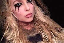 halloween/costumes/makeup/decor