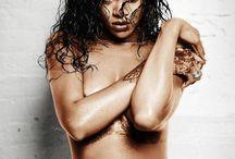 Rihanna / R