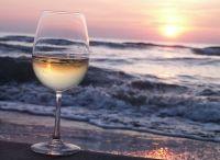 Wine - Approfondimenti / Se la tua curiosità e passione per il vino ti hanno spinto a ricercare informazioni in questo portale sappi che qui troverai la linfa vitale, l'approfondimento, la dinamicità, la passione dei racconti e dei viaggi nel mondo del vino. Una wine list, aggiornata periodicamente, che ti vuole accompagnare nel nuovo modo di scrivere il vino, una frontiera per i giovani e gli esperti senza propaganda e all'avanguardia.