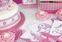 Pige barnedåb / Alt til din pige barnedåb. Stort udvalg af lyserød barnedåbspynt, borddækning, lyserød bordpynt, lyserød pynt og meget mere til din pige barnedåb.