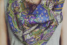 """Szale z jedwabiu / Silk scarf / Seidenschal / Jedwab daje nieskończenie wiele możliwości do kreowania formy. Jest materiałem naturalnym w którym człowiek czuje, że """"oddycha"""". Znany od wieków zawsze kojarzony był z elegancją i luksusem, a każda kobieta czuła się w nim wyjątkowo. Delikatny, jedwabny szal od boho street wear doda szyku i elegancji każdej stylizacji.  Idealny na prezent."""