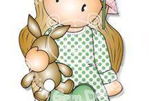 szőke kalapos baba képe