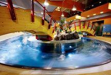 Aqua park w Siedlcach / Park Wodny w Siedlach to kompleksowe centrum wodne, w którym znajdują się nie tylko  baseny, zjeżdżalnie, ale również kręgielnia i sauny. Produkty Kabe wykorzystane przy budowie: Perfekta i Permuro Avant.
