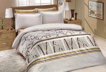 VALENTINI BIANCO Limited Edition - ekskluzywna pościel z bawełny satynowej. / Valentini Bianco, marka mocno ceniona na rynku tekstylnym, jest już u nas dostępna w nowej, limitowanej wersji. Pościel Valentini wykonana jest z doskonałej bawełny o satynowym splocie, co gwarantuje jej wyjątkowe właściwości użytkowe. Wyróżnia się przy tym oryginalnym wzornictwem i modną kolorystyką, dzięki czemu zaspokoi oczekiwania nawet najbardziej wymagających. W ramach naszej oferty proponujemy komplety w rozmiarze 160x200 cm oraz 220x200 cm, oba wraz z 2 poszewkami 70x80 cm.