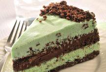 Ice Cream cakes / by Barbara Frey
