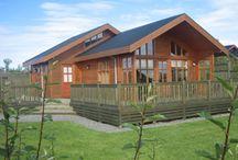 Leiebil og hytte på Island / Leiebil og hytte er et spennende alternativ for aktive personer som er glad i flott natur og liker å bestemme ferden selv.  Før dere reiser fra Norge lager vi et detaljert Islandskart til dere som inneholder opplysninger om steder og anbefalte kjøreruter til dagsturer med leiebilen.