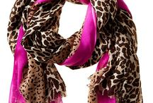 What to wear with a leopard scarf