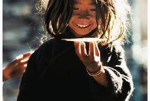 T I B E T   --  N E P A L  --(Tout l'Himalaya.Tous ces pays) / Tous ces petits pays(royaumes)inconnus ou presque sauf quand le Dalaï- Lama leur rend visite. Quelle pauvreté...et quels sourires malgré tout!!..