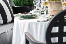Poniendo la mesa / Table settings