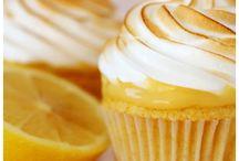 cupcakes / by Luisa Navia Flores