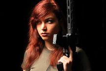 Frauen und Waffen