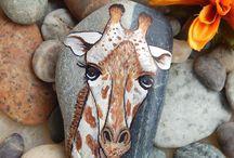 giraffe auf stein