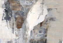 Alessandro Mejía / Pachuca, Hidalgo 1977.   Licenciado en Diseño Grafico (1996-2000), carrera que lo acerca a las artes. En 2001 se muda a Guadalajara, Jal.  Ha tenido la oportunidad de estar en varias galerías en México, Estados Unidos y Europa, tanto en exposiciones colectivas como de manera individual. Su trabajo va desde el collage, el figurativo, hasta el abstracto, donde más se ha identificado.