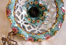 Lampadario in ceramica,foggiato al tornio,traforato e dipinto a