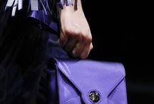 Lila - die Farbe des Jahres / Das Farbinstitut Pantone kürt den dramatischen Lilaton Ultra Violet zur Farbe des Jahres 2018. Vom Interior-Design über Make-up bis hin zur Mode erstrahlt nun alles in den mystischen Farbkombination aus Rot und Blau.
