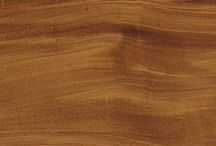 Houtsoorten / Onze voorkeur gaat naar massief hout: de eerlijke decoratieve kwaliteiten, de verscheidenheid en natuurlijke warmte maken van hout een tijdloos, mooi en edel materiaal. Hout is daarnaast ook duurzaam en hernieuwbaar, wat dit materiaal des te aantrekkelijker maakt.