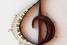 Music is.... Música es... Musica è...