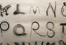 Materia prima / Las letras del alfabeto son los átomos que forman las bibliotecas.