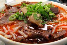 Cuisine et plats d'Asie du Sud-Est / Un voyage au Vietnam, en Asie du Sud-est est synonyme de découverte culinaire, voici une sélection de nos plats préférés, de street food insolite...