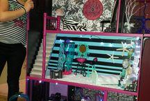 Madis monster height doll house