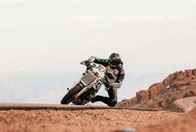Moto folie ! / Pure plaisir, la moto peu importe le style.