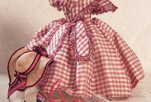 Oude poppenkleding