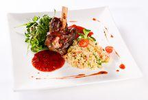 """Az étterem kínálata / A Belga étterem az egyedüli """"lelőhelye"""" olyan ételkülönlegességeknek, mint például a Rózsaborsos bélszín java vagy a különböző szürke marha ételek."""