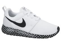 ROSHE RUNS / why th i have only black ones