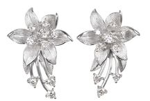 Inspiration for Autumn Brides / Soft, romantic jewelry in floral, gems and pearls for the lovely autumn wedding.