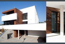 Häuser und ihre Eingänge / Unterschiedliche Wohnhäuser mit Eingängen die zur architektonischen Gestaltung passen. Individuelle Haustüren machen den Stil perfekt.