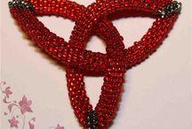 Biżuteria ręcznie robiona z koralików i drutu / Pomysły na nietuzinkową biżuterię. Nowe pomysły.