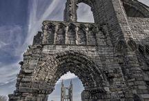 Castillos, palacios y construcciones antiguas / by Hongo Molongo
