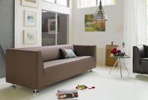 Gelderland | Van Oort Interieurs / Gelderland is een merk dat is opgericht in 1936. De oprichter heeft een Scandinavische invloed achtergelaten. De meubels zijn daardoor te herkennen aan de moderne vormgeving en hoekige vormen. Verder zijn duurzaamheid en zitcomfort van belang bij Gelderland. De meubels worden geproduceerd door vakmensen met een passie voor het vak.