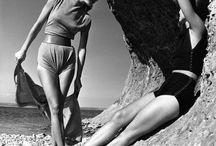 클레어 맥카델(Claire McCardell) / 클레어 맥카델(1905~1958)은 오트 쿠튀르 지배에서 벗어나 미국 여성들을 위한 편안하고 실용적이며 동시에 우아한 아메리칸 룩을 창조하였다. 그녀는 스포츠웨어로 사용된 레오타드(무용수나 체조 선수가 입는것과 같은 몸에 딱붙는 타이츠와 티셔츠,팬티)와, 셔츠드레스(허리까지 단추가 달려있꼬 커프스가 달린 소매)가 대표적이다