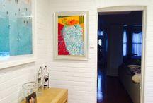 Obrazy we wnętrzu / Gdzie mieszkają obrazy, czyli jak można zaaranżować wnętrze i co daje sztuka na ścianie w domu. Prace autorstwa Karoliny Zwoniarskiej