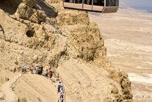 Kolejka linowa z widokiem na Morze Martwe i pieszych na trasie Massada