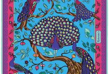 Peacock Paradise / There is probably no more fitting design for a silk pocket square than this one: a quintet of regal peacocks, displaying their iridescent tails and flawless beauty, high in the branches of a gorgeous, undulating, stylized tree. This Robertto's design combines classic, oriental imagery with ideas of sharpness and urbane style. Perfect for both formal wear and a more casual, louche elegance, ideal for the individual looking to add an eye-catching touch of fascination and class to their outfit.
