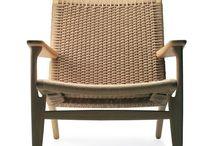 Hans Wegner / Hans J. Wegner er en af Danmarks store møbeldesignere der er mest kendt for sine stole. Hans J. Wegner anses som en af de mest kreative og produktive danske møbeldesignere i Danmark
