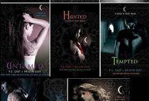 Books Worth Reading / by Kelli Estes