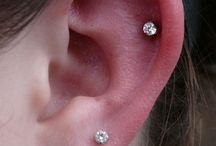Piercings oreilles, tragus, hélix, industriel / Piercings du cartilage, rook, hélix, snug, daith, lobe, plugs, tragus, anti-tragus, industriels, anti-helix. Images et idées pour vos piercings oreilles. Modèles pour femmes et hommes.