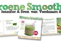 Het Groene Smoothie Boek / Super blij zijn we om te kunnen vertellen dat we stiekem heel hard gewerkt hebben aan ons eerste boek: Het Groene Smoothie Boek! Een super leuk receptenboekje dat vol staat met heerlijke groene smoothierecepten, handige tips en leuke weetjes. Het Groene Smoothie Boek verschijnt in oktober en wordt uitgegeven door Kosmos Uitgevers.