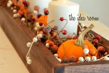 Thanksgiving Table Decor Ideas / Hosting Thanksgiving dinner this year and don't know how to layout your table decorations? Well we're here to help. This board is full of elegant and stylish table decoration ideas!