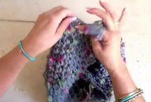 vídeo tejiendo con los dedos