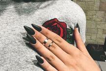 Enfärgade naglar