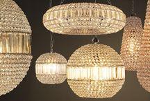 Hanglampen | Rofra Home / Hanglampen zijn onmisbaar in je interieur. Of je nu zoekt naar industriële hanglampen of een klassieke kroonluchter, je vind het in onze unieke en uitgebreide collectie. De voornaamste functie van een hanglamp is natuurlijk het verlichten van bijvoorbeeld de eethoek of de hal, maar daarnaast zijn hanglampen ook echte sfeermakers in je woning.Wij hebben hanglampen in diverse woonstijlen.