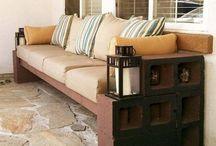 sofa con bloques de cemento